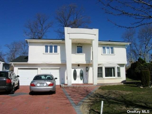 52 Knolls Drive, New Hyde Park, NY 11040 (MLS #3305857) :: Cronin & Company Real Estate