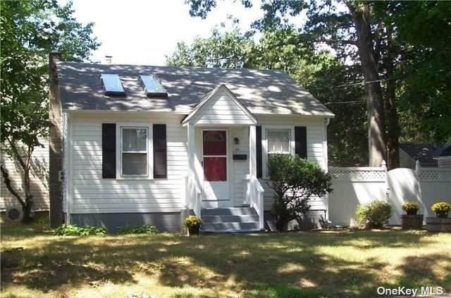 195 Sedgewick Street, Huntington Sta, NY 11746 (MLS #3305997) :: Cronin & Company Real Estate