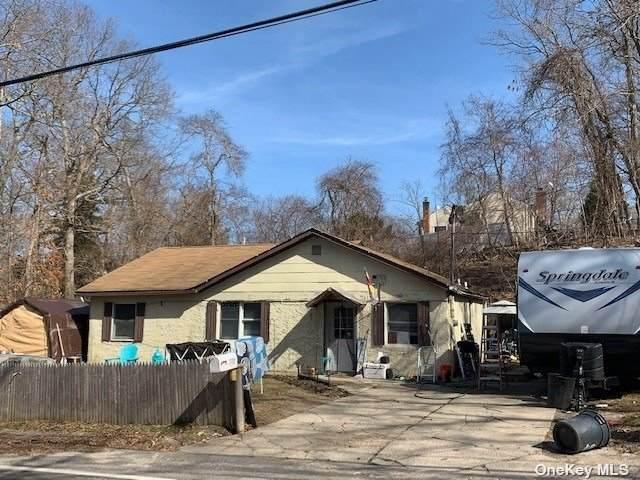 147 Broadway, Rocky Point, NY 11778 (MLS #3306030) :: Cronin & Company Real Estate