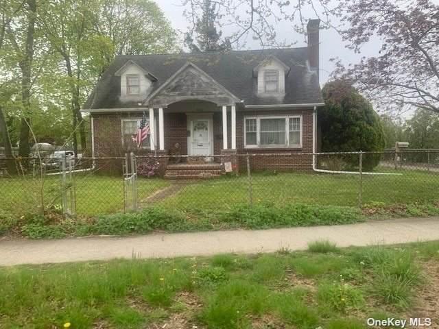 625 E Main Street, Riverhead, NY 11901 (MLS #3310033) :: Cronin & Company Real Estate