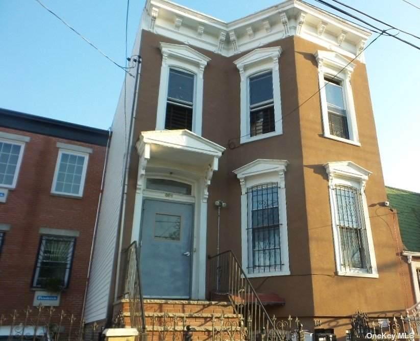 864 Glenmore Avenue - Photo 1