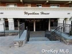 Lynbrook, NY 11563 :: The McGovern Caplicki Team