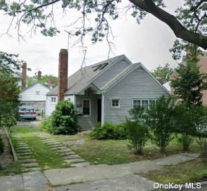 81-12 Main Street, Briarwood, NY 11435 (MLS #3311637) :: Frank Schiavone with William Raveis Real Estate