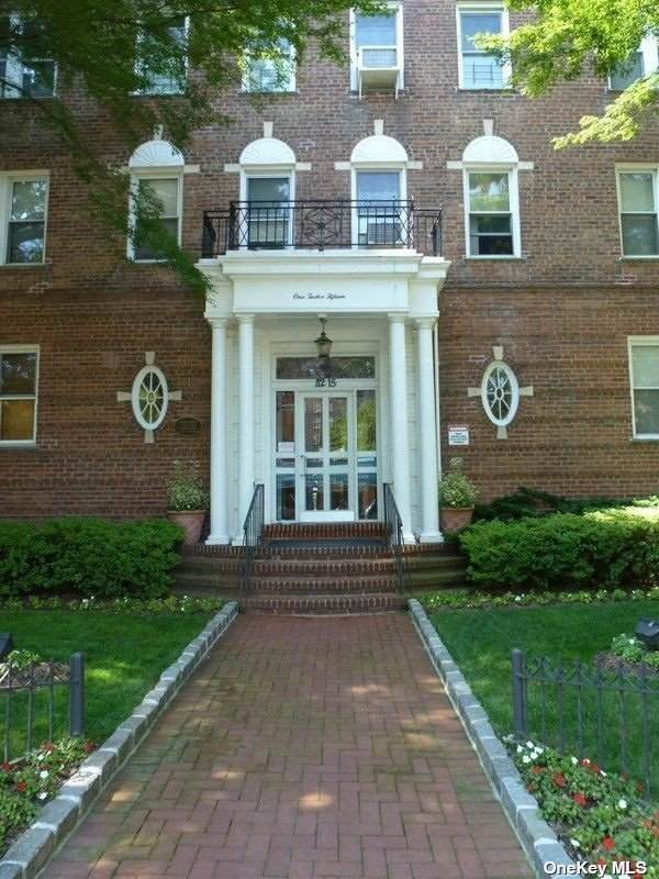 112-15 72nd Road #608, Forest Hills, NY 11375 (MLS #3313022) :: Mark Boyland Real Estate Team