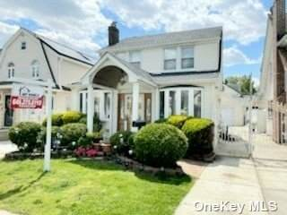 94-20 215th Place, Queens Village, NY 11428 (MLS #3313311) :: Laurie Savino Realtor
