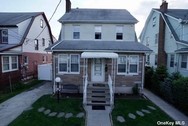 109-16 213 Avenue, Queens Village, NY 11429 (MLS #3313364) :: Carollo Real Estate