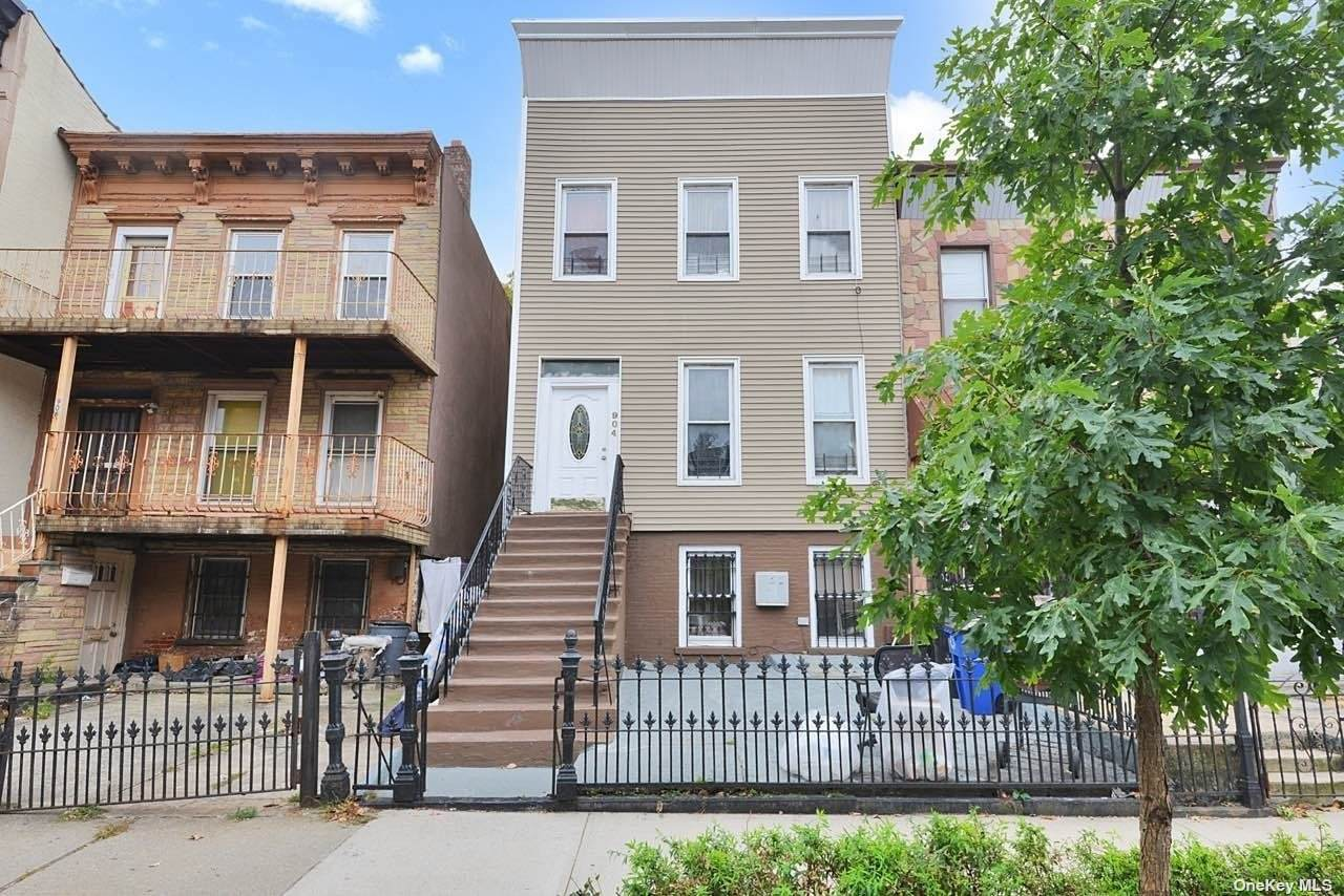 904 Putnam Avenue - Photo 1