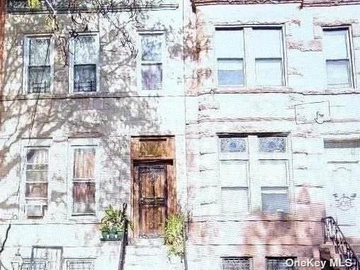 407 Bainbridge Street - Photo 1