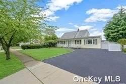 26 Elmtree Lane, Levittown, NY 11756 (MLS #3319034) :: Carollo Real Estate