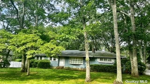 19 Bayberry Lane, Smithtown, NY 11787 (MLS #3321455) :: Mark Boyland Real Estate Team