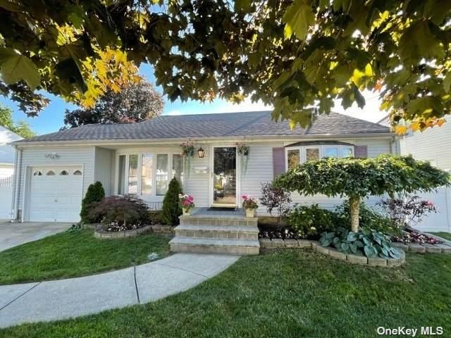 136 W 18th Street, Deer Park, NY 11729 (MLS #3322289) :: Mark Boyland Real Estate Team