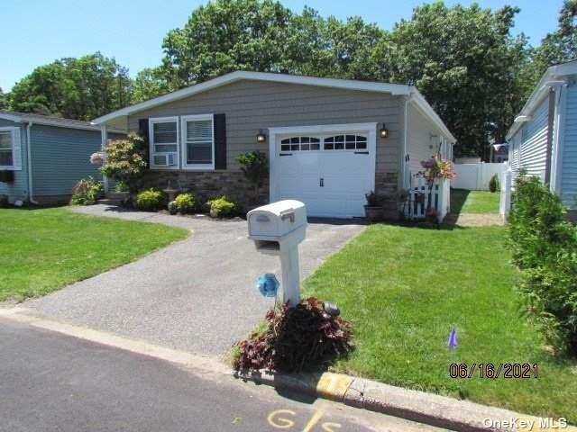 121 Village Cir W Circle #121, Manorville, NY 11949 (MLS #3322336) :: Carollo Real Estate