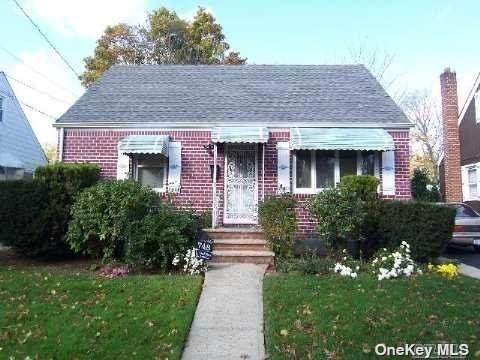 748 Union Drive, Uniondale, NY 11553 (MLS #3322658) :: Cronin & Company Real Estate