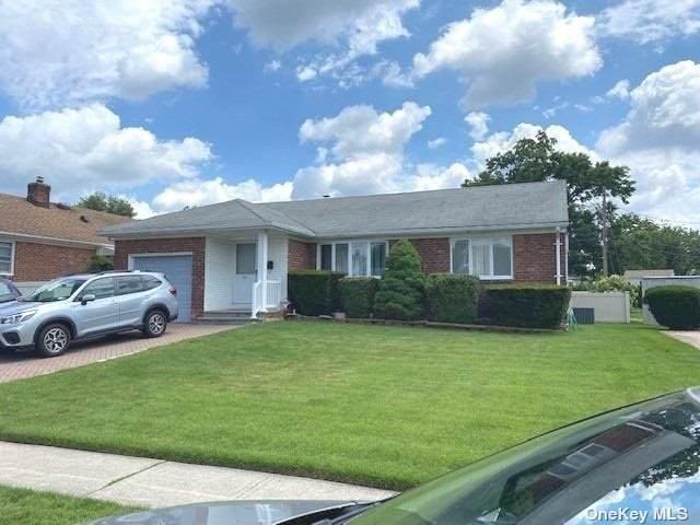 9 Center Drive, New Hyde Park, NY 11040 (MLS #3323130) :: Carollo Real Estate