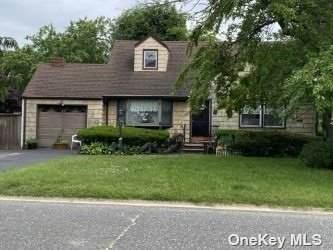 380 Albany Avenue, Lindenhurst, NY 11757 (MLS #3323940) :: The McGovern Caplicki Team
