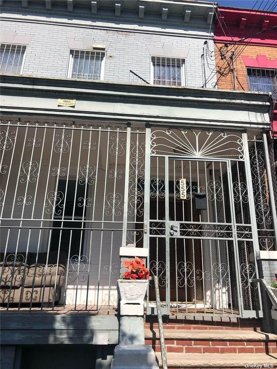 555 Pine Street - Photo 1
