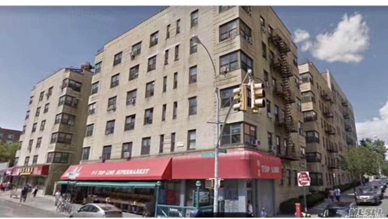 82-01 Britton Avenue - Photo 1
