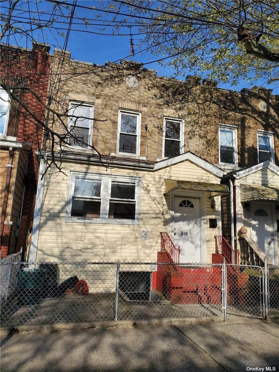 555 Drew Street - Photo 1