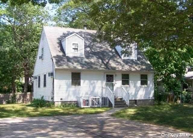 11 Montgomery Avenue, Mastic, NY 11950 (MLS #3333073) :: Howard Hanna | Rand Realty