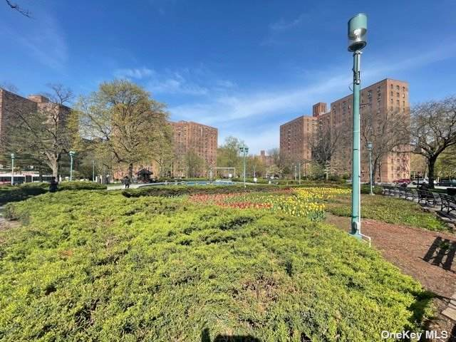 1553 Unionport Road 6A, Bronx, NY 10462 (MLS #3334746) :: Keller Williams Points North - Team Galligan