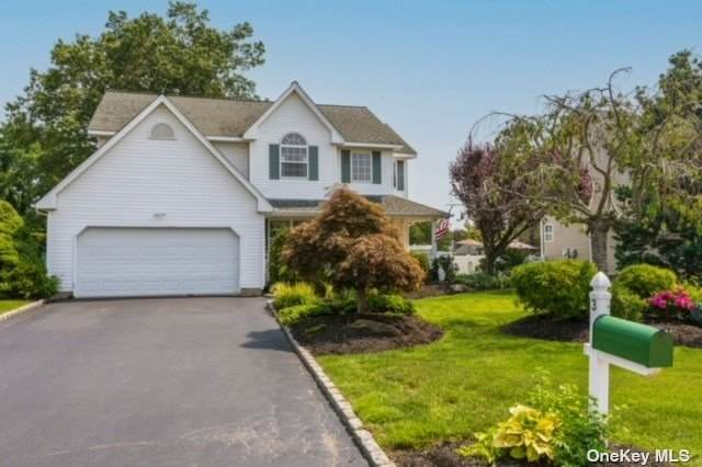 3 Lindsey Place, Commack, NY 11725 (MLS #3334813) :: Signature Premier Properties