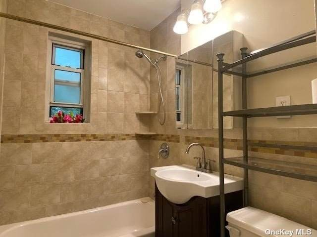 35-21 205 Street #313, Bayside, NY 11361 (MLS #3334920) :: Goldstar Premier Properties