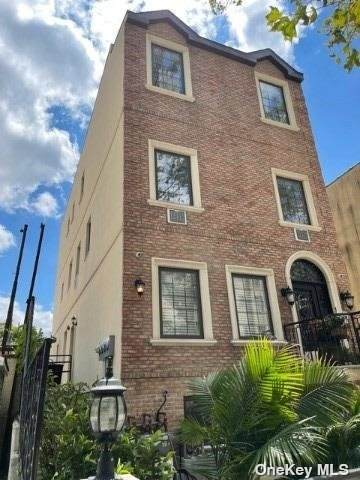 21-11 35th Street, Long Island City, NY 11105 (MLS #3334974) :: Goldstar Premier Properties