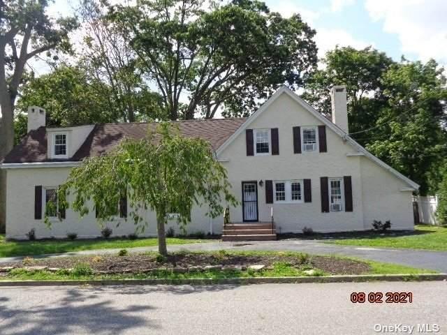 11 Deerfield Court, Babylon, NY 11702 (MLS #3335029) :: Signature Premier Properties