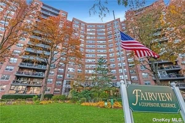 6120 Grand Cent Pkwy C1406, Forest Hills, NY 11375 (MLS #3335654) :: The Clement, Brooks & Safier Team