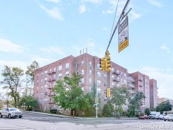 241-20 Northern Blvd 3J, Douglaston, NY 11362 (MLS #3339272) :: Laurie Savino Realtor
