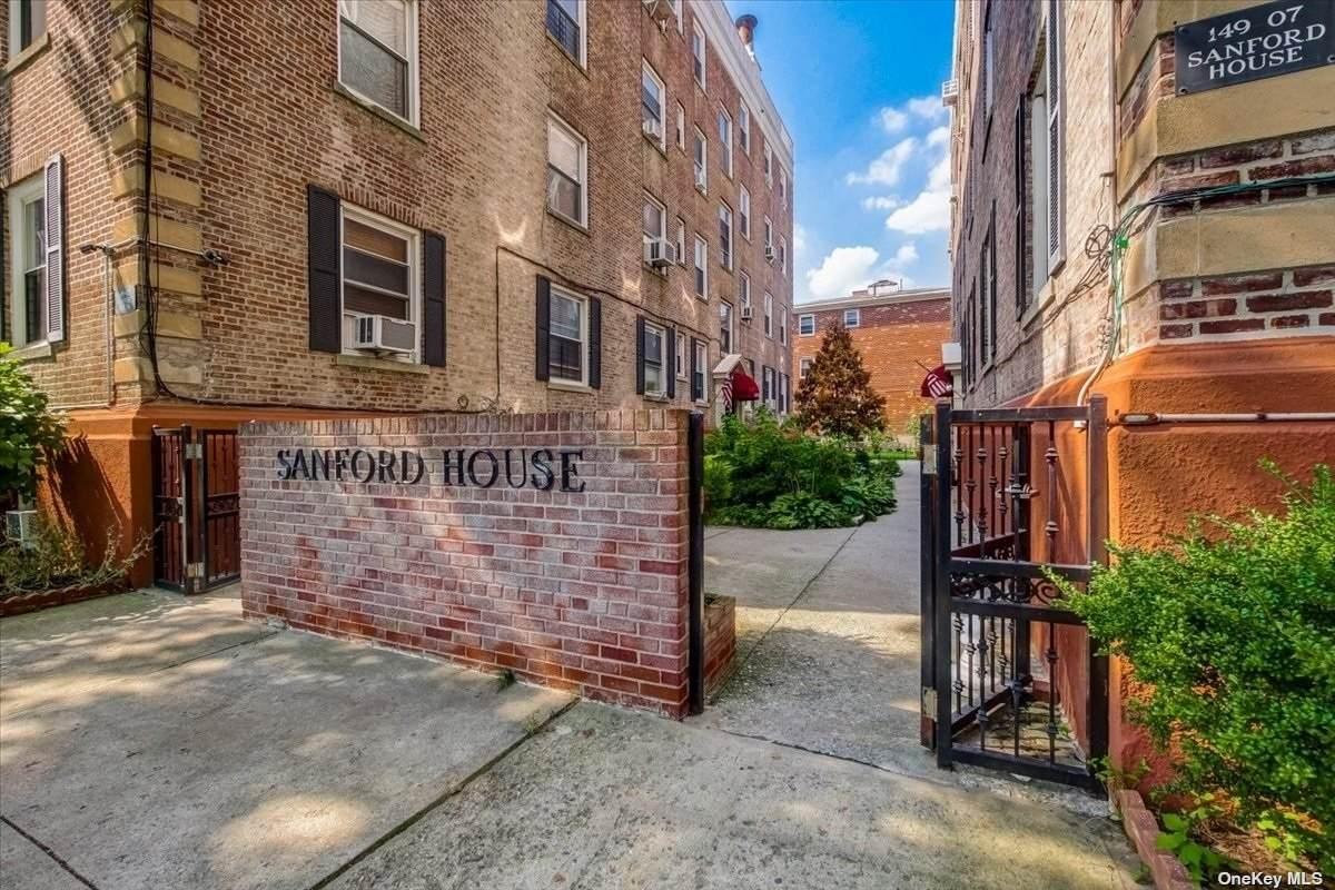 149-07 Sanford Avenue - Photo 1