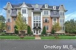 384 Trotting Lane #384, Westbury, NY 11590 (MLS #3342178) :: Cronin & Company Real Estate