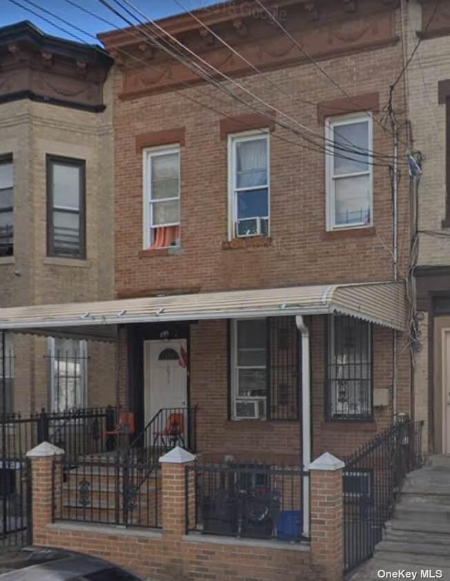 281 Lincoln Avenue - Photo 1