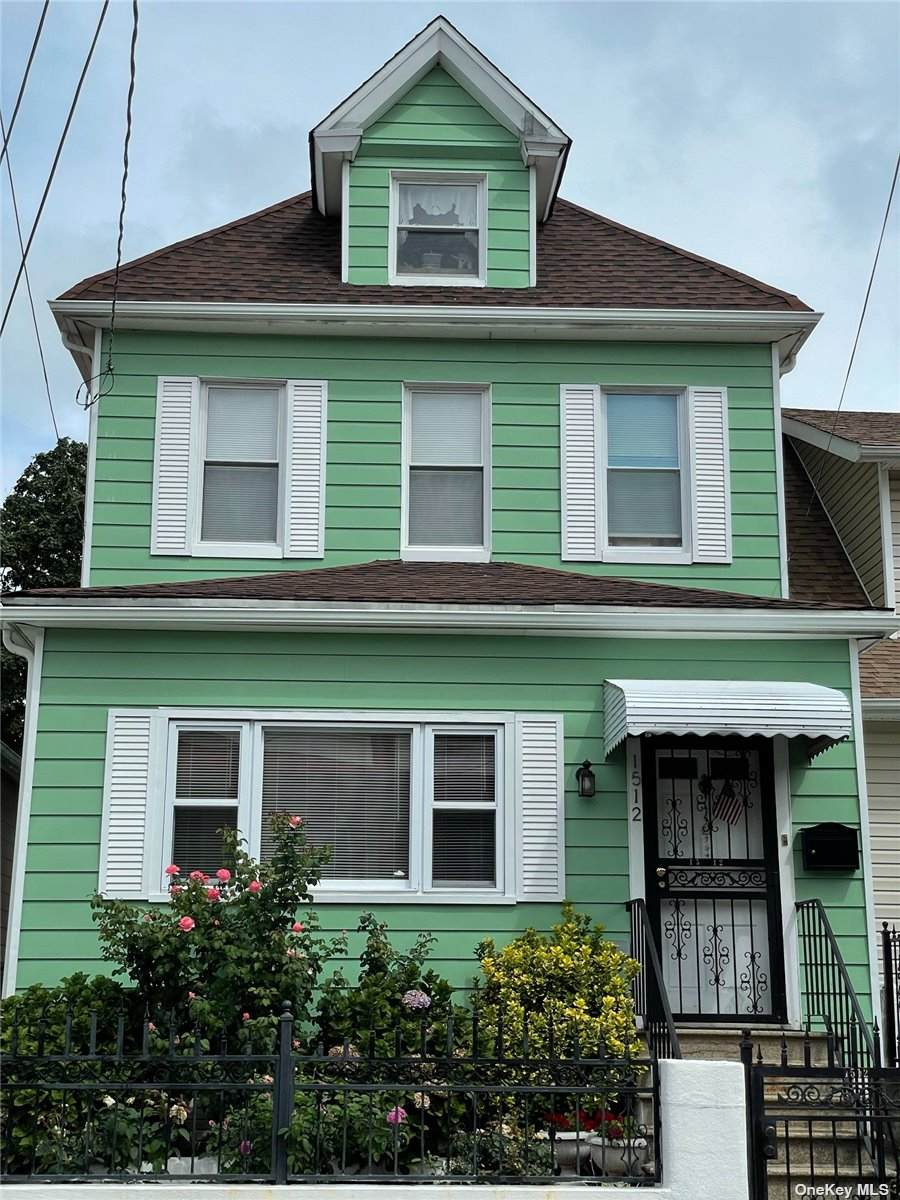 1512 Paulding Avenue - Photo 1