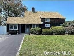 4 Restful Lane, Levittown, NY 11756 (MLS #3346191) :: The Home Team