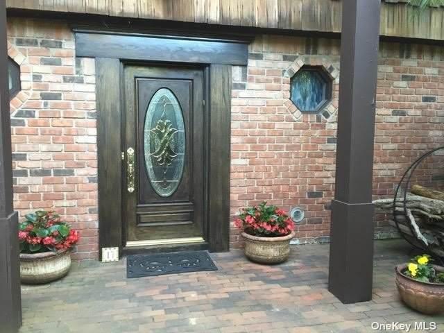 17 Stonehenge Lane, E. Northport, NY 11731 (MLS #3347488) :: Corcoran Baer & McIntosh