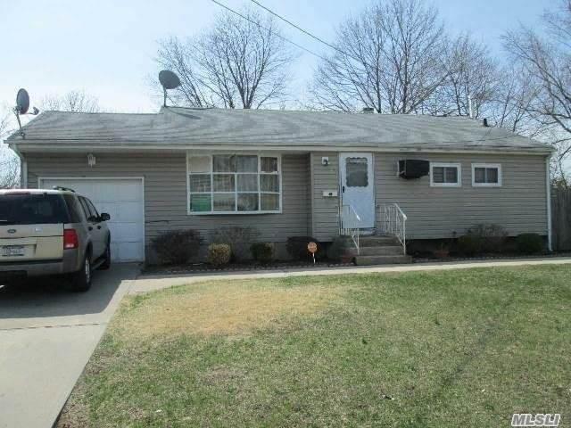 40 Rutledge Street, Brentwood, NY 11717 (MLS #3347702) :: The McGovern Caplicki Team