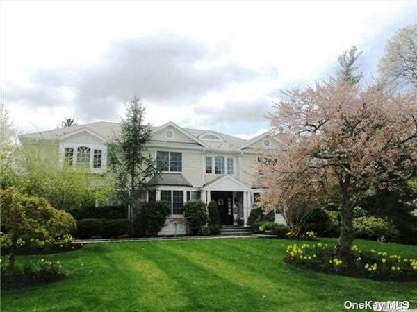 104 Woodhill Lane, Manhasset, NY 11030 (MLS #3347939) :: Signature Premier Properties