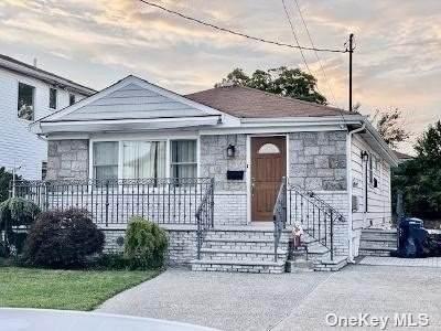 90-19 156th Avenue, Howard Beach, NY 11414 (MLS #3348451) :: Mark Boyland Real Estate Team