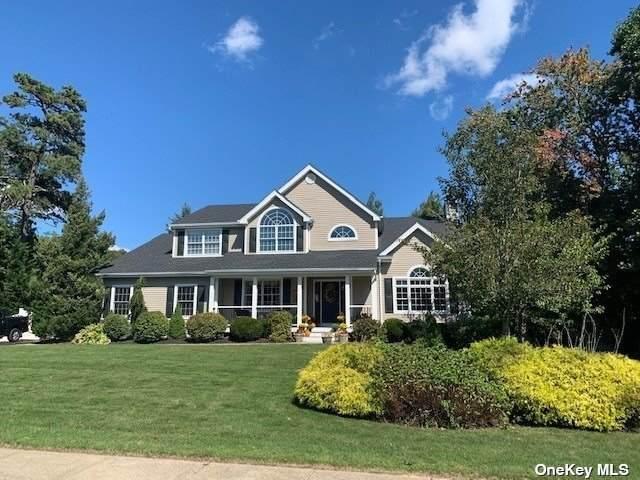 5 Oakwood Road, Bohemia, NY 11716 (MLS #3348711) :: Kendall Group Real Estate | Keller Williams