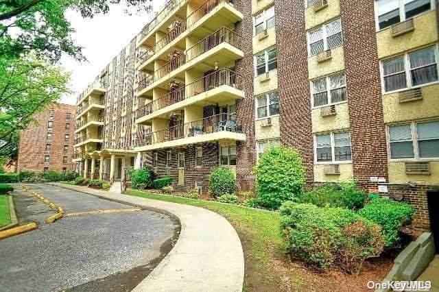 140-55 34 Avenue 2 J, Flushing, NY 11354 (MLS #3353422) :: RE/MAX RoNIN