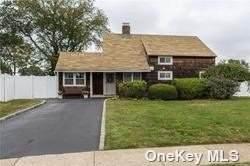 4 Restful Lane, Levittown, NY 11756 (MLS #3353562) :: Signature Premier Properties