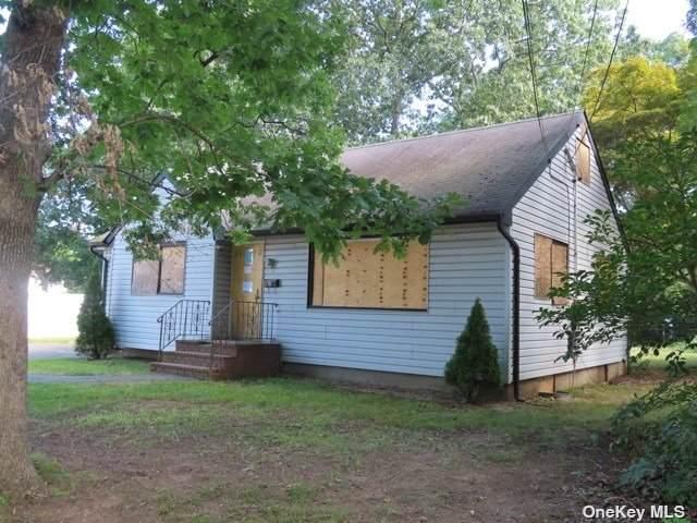 511 County Line Road, Amityville, NY 11701 (MLS #3353816) :: Signature Premier Properties