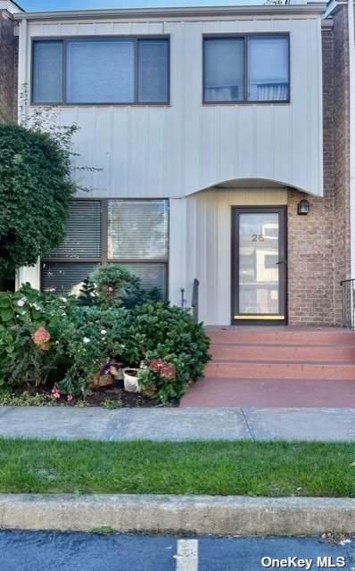 28 Vanderbilt Way #28, Valley Stream, NY 11581 (MLS #3354768) :: Mark Boyland Real Estate Team