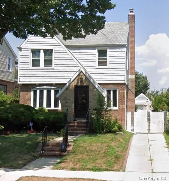 226-09 135th Avenue, Laurelton, NY 11413 (MLS #3354823) :: Mark Seiden Real Estate Team