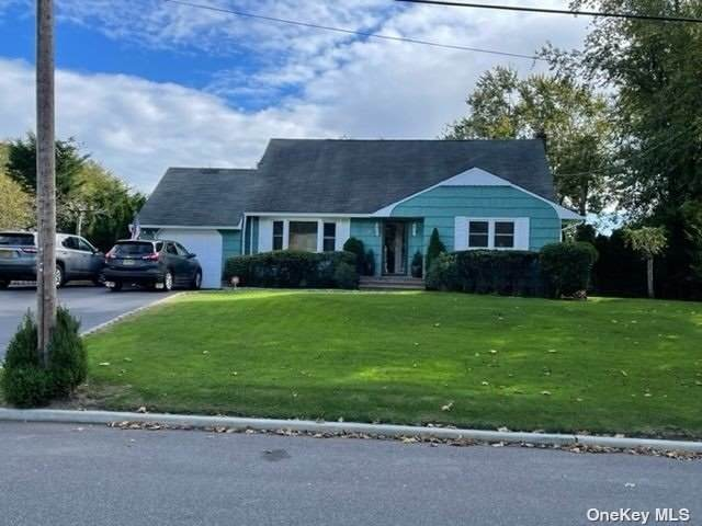 6 Beverly Lane, East Moriches, NY 11940 (MLS #3354930) :: Carollo Real Estate