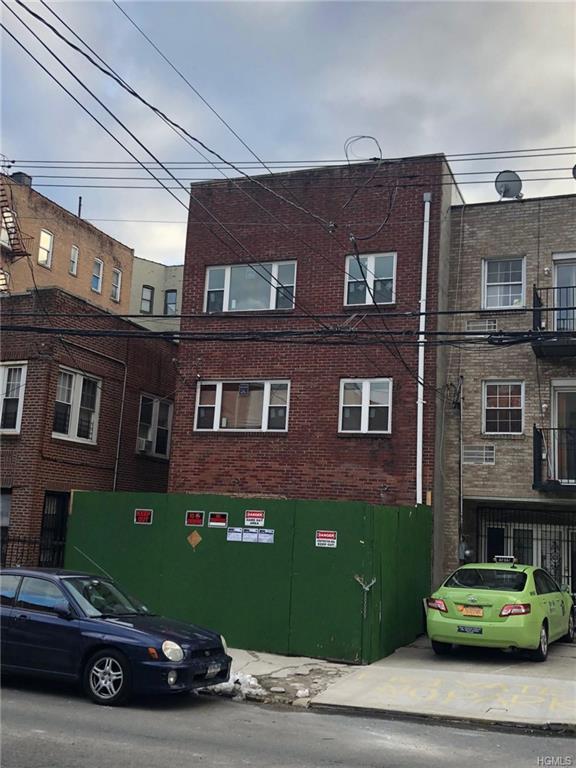278 E 203rd Street, Bronx, NY 10458 (MLS #4802160) :: Mark Boyland Real Estate Team
