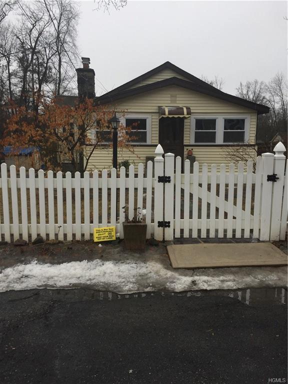 1785 Parmly Road, Mohegan Lake, NY 10547 (MLS #4805862) :: Mark Boyland Real Estate Team