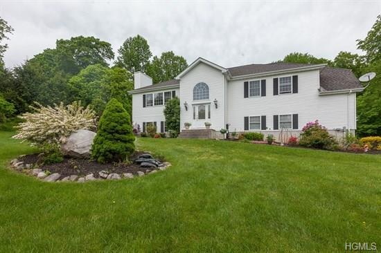 422 Bullet Hole Road, Mahopac, NY 10541 (MLS #4806270) :: Mark Boyland Real Estate Team