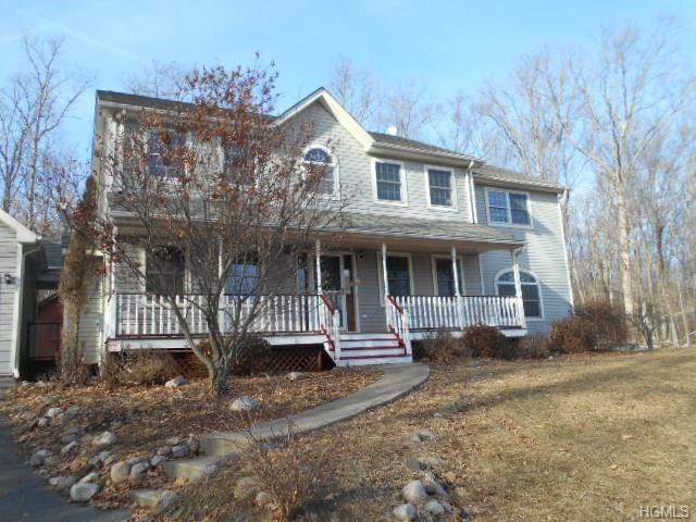 615 Oregon Trail, Pine Bush, NY 12566 (MLS #4806384) :: Mark Boyland Real Estate Team